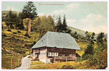 Postkarte Schwarzwaldhaus, in solchen Häusern wurde im Schwarzwald unter anderem die hausgewerbliche Uhrmacherei betrieben, Postkarte um 1910