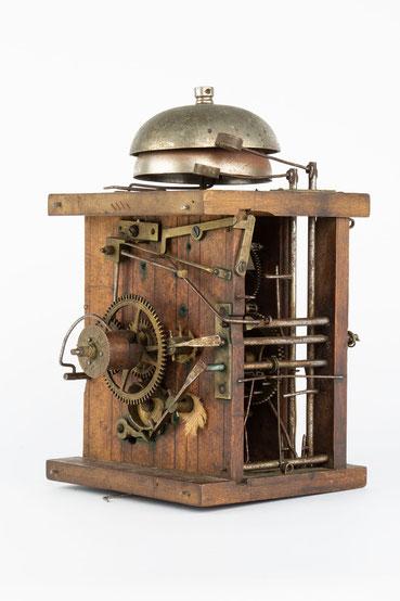 Uhrwerk mit Surrer und Wecker, Schwarzwald 2. Hälfte 19. Jahrhundert