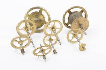 Räderwerk des in Messing gespindelten 8-Tage Uhrwerkes