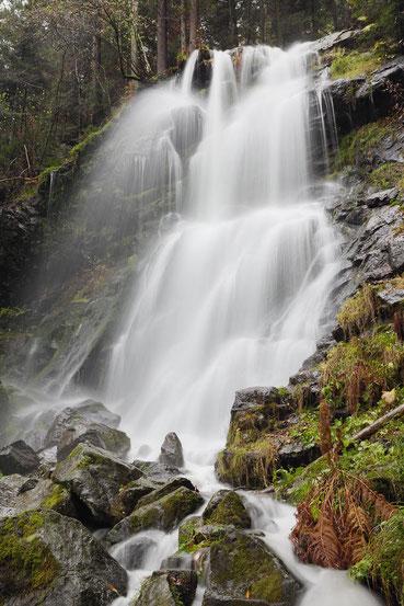 Der Zweribach Wasserfall im Herbst