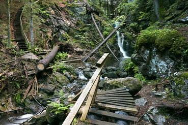 Falkauer Wasserfall nach der Zerstörung des Holzsteges