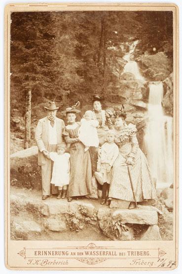 Historisches Familienfoto am Triberger Wasserfall, J. K. Berberich Triberg, 10. August 1897