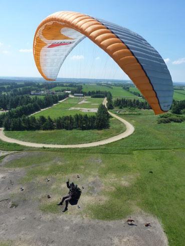 Paragleiterflug an der Westküste in Dänemark