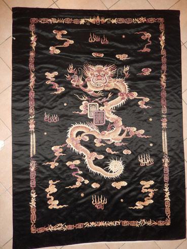 Broderie sur soie motif dragon chine