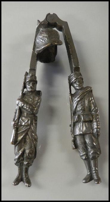 casse noisettes en bronze souvenir amitiés franco Russe