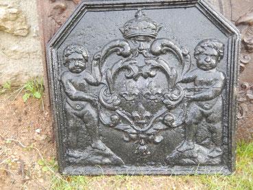 plaque  de cheminée ancienne aux amours