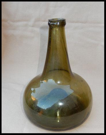 bouteille oignon milieu 17eme