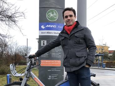 Bald auch in Taufkirchen: Radstation mit MVG-Rad; SPD-Vorsitzender Matteo Dolce
