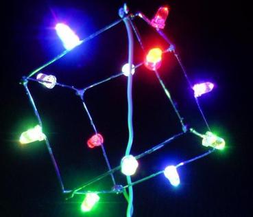 Würfel mit blinkenden LEDs