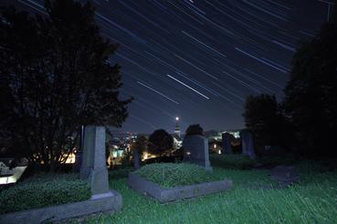 Nachtaufnahme des Jüdischen Friedhofes in Attendorn