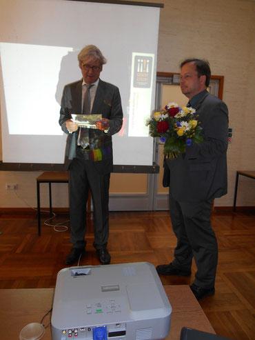 OB Partsch verliest die Laudatio GESICHT ZEIGEN-Preis 2014, daneben (re) FLS-Vorsitzender Martin Frenzel / Foto: Gabriele Claus