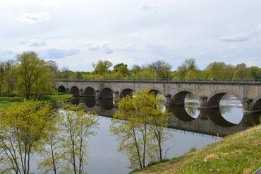 Construit de 1832 à 1836, le pont-aqueduc de Digoin permet le franchissement de la Loire par le canal Latéral à la Loire