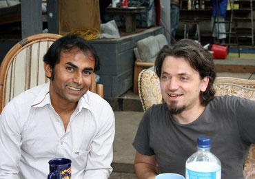 Mit dem Autor Jabber Md. Abdul nach dem Auftritt zum Gedenken des Berliner Mauerbaus.