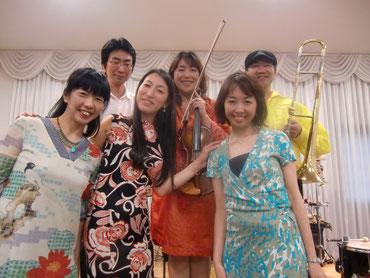 04d2bc00b215e 津山市へ出張演奏 - moliendcafe 音楽エンターテインメントバンド
