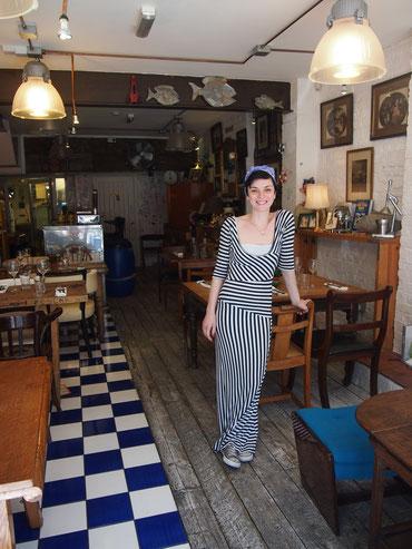 ロンドンのPescheria Mattiucciをオープン時から切り盛りしているCristina。彼女がその日のお勧めなど詳しく教えてくれる。