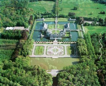 Luftaufnahme des Schloss Nordkirchen auf einer Schautafel