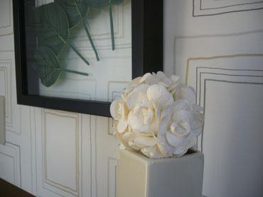 内装白い花
