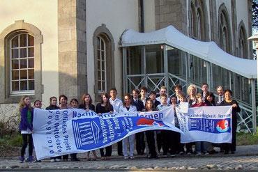 Auszeichnung der Schüler der EHS, der Gádor-Schule und der Schule Nr. 4 in Buchara durch die UNESCO 2009 in Bonn