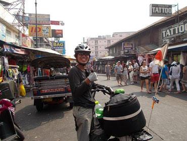 東南アジアの旅人の交差点「カオサンロード」
