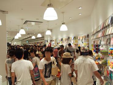 オープン初日は2000人以上が来店した