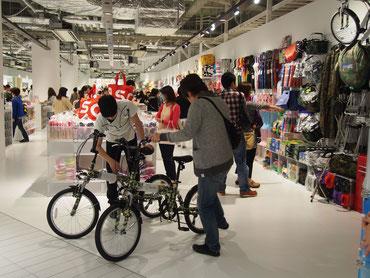 ヌー茶屋町店は約270坪と最大規模。ゆったりした店内で買い物を楽しめる