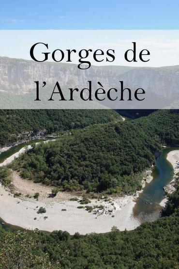 Gorges de l'Ardeche: Die Ardeche Schlucht. Panorama Straße ab Vallon-Pont-d'Arc in Frankreich.
