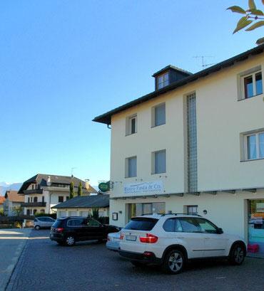 """Im Nachbarhaus gibt's das Restaurant """"Bistro, Pasta & Co""""."""