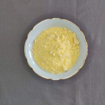 Mehl und Butter bilden eine ziemlich bröselige Masse