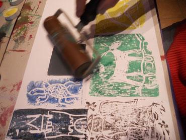 Linoldruck bieten wir in Kunstnächten oder auch bei Hoffesten an.Geeignet für Gruppen max. 10 Personen .