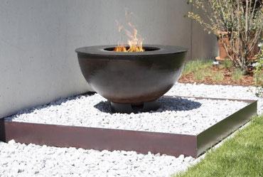 Feuerkugel mit Grillring
