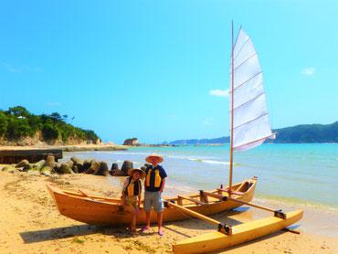 沖縄らしさあふれる帆かけサバニ