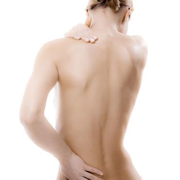 Frau mit Rückenproblemen
