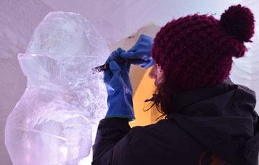 sculpture sur glace, village igloo Les Arcs, Manon Cherpe sculpteur