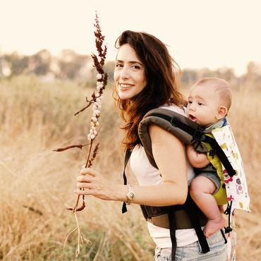 Huckepack Full Buckle Babytrage ab Geburt, ergonomisch geformter Hüftgurt, gut gepolsterte Träger, komplett mit Schnallen.