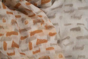 Schal mit eckigen Farbverläufen