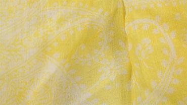 Gelber Schal mit Paisley