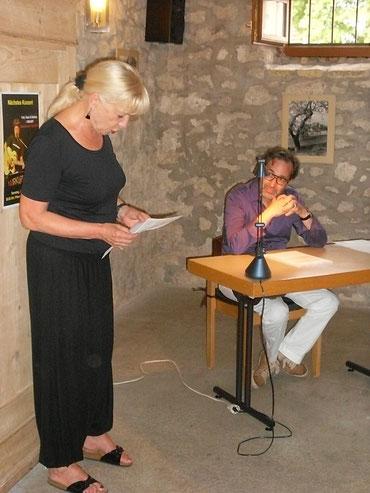 Leinpfad-Verlegerin Angelika Schulz-Parthu leitet den Abend ein