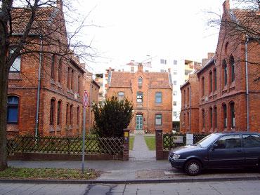 Haus der sieben Brüder am Fuße des Galgenberges