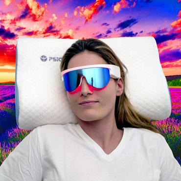 dame sur oreiller olfactif psio portant lunette psio custom