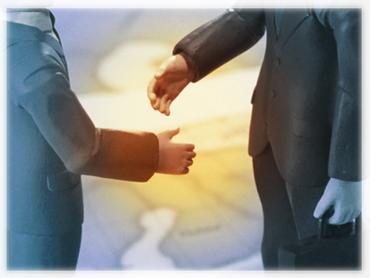 契約の握手写真