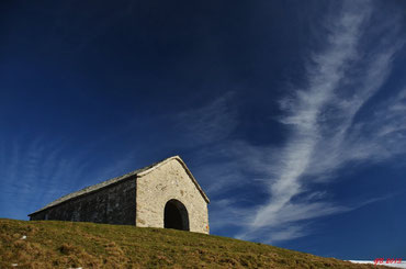 la cappelletta di S. Amate tra il monte Grona e il Bregagnino
