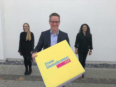 Spitzenkandidat Thorsten Baumgart mit Berit Seidel (links, Listenplatz 3) und Silke Wehmeier (rechts, Listenplatz 2)