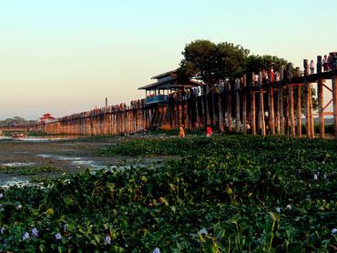 U Bein Brücke über den Taungthaman See