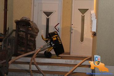 Wasserbetriebener Lüfter im Einsatz beim Wohnungsbrand / Foto: Blaulichtreport Saarland