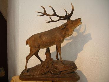 Hirsch Skulptur Schnitzerei Paul Widmer