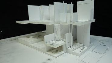 二階から「すべり棒」で降りることが出来る家の模型
