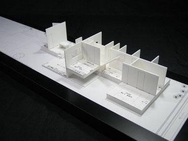 外壁を取り外した状態の住宅模型の写真