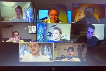 Jesse Oude Egberink (oben links) beim Corona-typischen Treffen mit Freunden