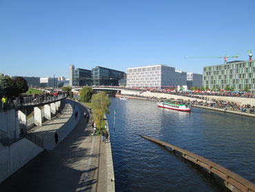 Blick von der Kronprinzenbrücke in Richtung Hauptbahnhof gegen 13.00 Uhr