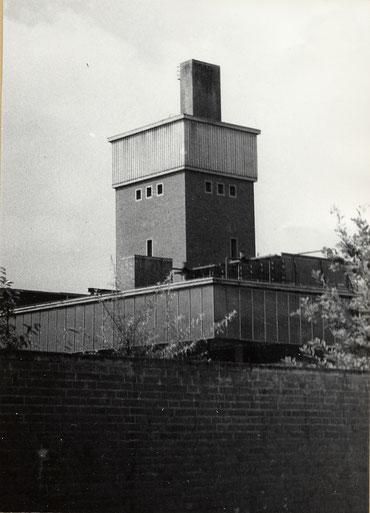 Neu erbauter Kühlturm um 1970 - Foto Stadtarchiv